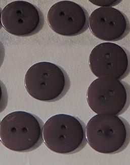 Пуговица 2-П д.15мм коричневая (1000 шт/уп) 24L